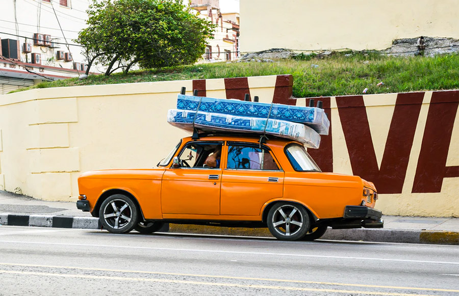 Mattress on top of a car (illustration)